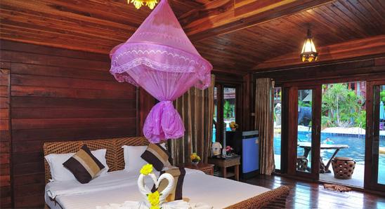 Deluxe-Thai-Pool-View1