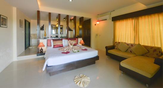 Superior Honeymoon Suite2
