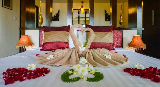 Superior Honeymoon Suite4