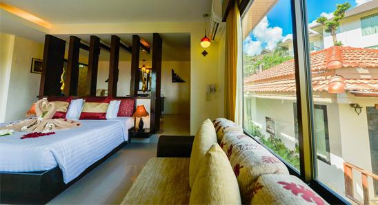 Superior Honeymoon Suite5